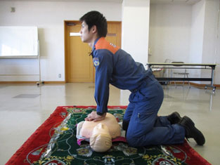 胸骨圧迫の姿勢