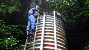 高草山のコルゲート水槽点検2