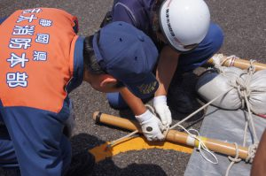 消防職員と消防団員で工法に取り組む