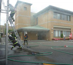 消防活動訓練を披露