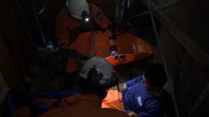 要救助者を安全な屋外へ搬送