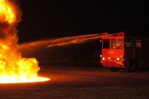 消防車両からの放水