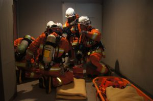 高度救助隊による検索、救出訓練