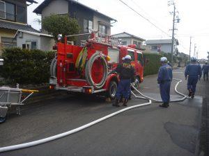 消防車両の中継送水訓練