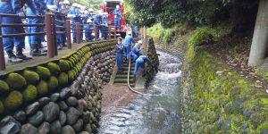 河川を使用した放水