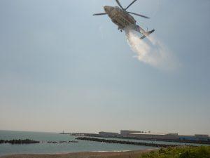 防災ヘリによる散水活動